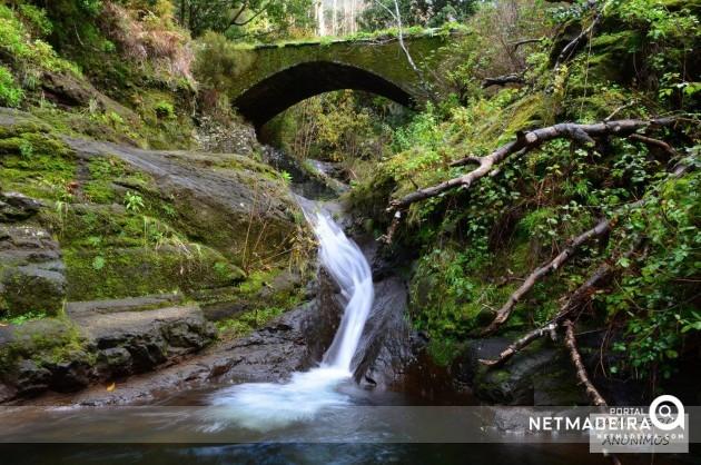 Ponte do Caminho Real sobre o Ribeiro do Poço