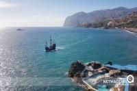 Nau a passear pelas docas - Ilha da Madeira